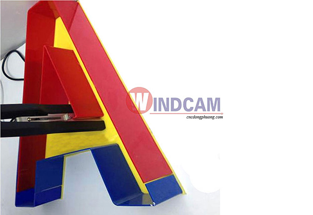 sản phẩm ứng dụng uốn mica nhựa góc vuông