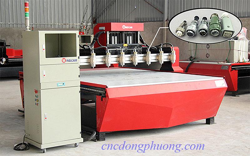 Vị trí lắp đặt giắc cắm điện trên máy CNC