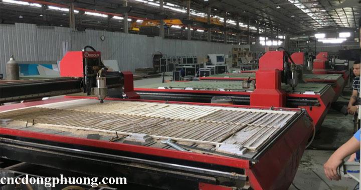 Máy cnc cắt ván công nghiệp, máy cắt quảng cáo tại Đông Phương2